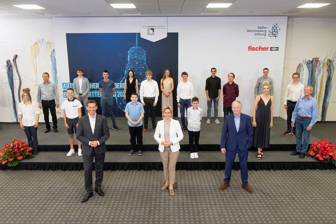 Artur Fischer Erfinderpreis an Thomas Bayer aus dem INNO-Z der Hochschule Aalen verliehen: Abiturient entwickelt intelligenten Blindenstock